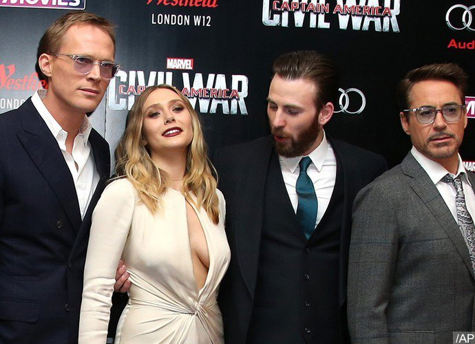chris-evans-can-t-keep-his-eyes-off-elizabeth-olsen-at-civil-war-london-premiere.jpg