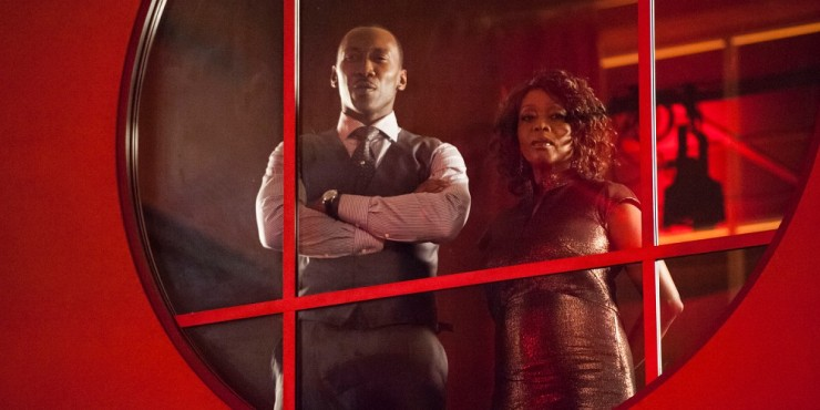 Mahershala-Ali-and-Alfre-Woodard-in-Luke-Cage-Season-1-Netflix.jpg